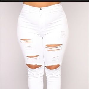 Blanched 2 back pocket distressed jeans